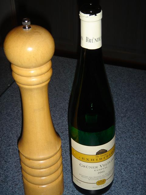 Grüner Veltliner Kamptal 2005, and my pepper pot (for some reason)
