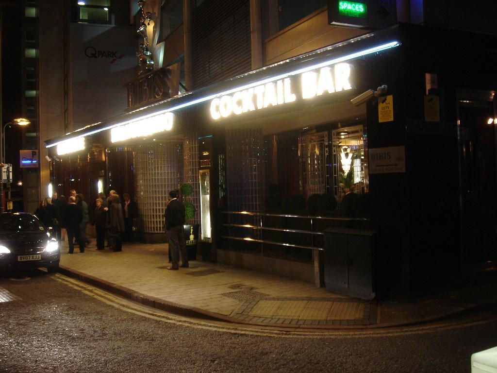 Is it a bar?  Is it a Ristorante?  Is it a car park?