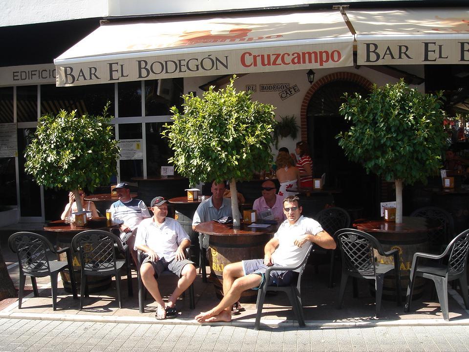 Bar El Bodegón- more wine more wine more wine more wine!